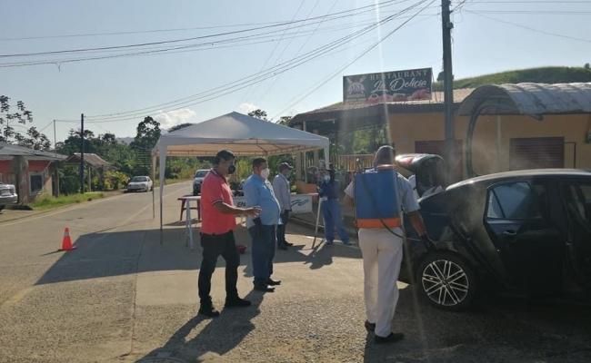 CONTINÚAN FUMIGACIONES DE VEHÍCULOS POR ESTADO DE EMERGENCIA